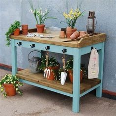 Large Garden Potting Table I want this! by grace Großer Garten Potting Table Ich will das ! Potting Bench Plans, Potting Tables, Potting Soil, Potting Sheds, Outdoor Potting Bench, Outdoor Benches, Patio Table, Diy Table, Diy Garden Table