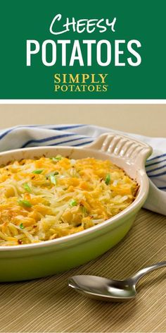 These potatoes are a real crowd cheeser. Feed the whole family with this cheesy potatoes recipe. One pan is all you need!