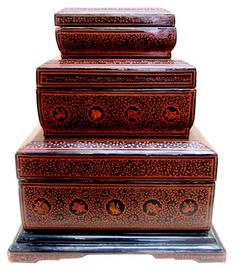 """Burmese Lacquerware Boxes Set Of Three - the best examples are crafted in the villages around Bagan. """"Yun titta"""" are rectangular boxes for storing various articles including peisa or palm leaf manuscripts when they are called sadaik titta. Asian Furniture, Art Furniture, Straw Art, Old Trunks, Burmese, Art Object, Asian Art, Handicraft, Art Decor"""