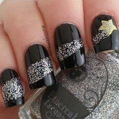 Shooting Stars in Transparent Nails - Easy Nail Designs Star Nail Art, Star Nails, New Year's Nails, Diy Nails, Hair And Nails, Glitter Nails, Silver Nails, Manicure Ideas, Silver Glitter