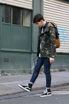 Men's street style is a crucial supply of inspiration and it's almost always a good way to modernise your wardrobe. Vans Sk8 Hi Outfit, Vans Outfit Men, Vans Old Skool Outfit, Vans Men, Casual Outfits, Men Casual, Fashion Outfits, Fashion Trends, Urban Style Outfits Men