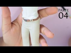 Calça Social de Noivo Realista em Biscuit - YouTube Polymer Clay Tools, Polymer Clay Sculptures, Cute Polymer Clay, Cute Clay, Polymer Clay Projects, Fondant Figures Tutorial, Cake Topper Tutorial, Cake Toppers, Sah Biscuit