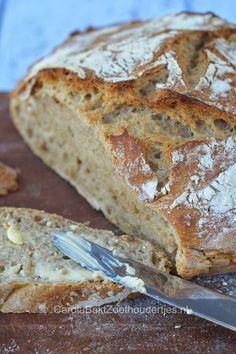 Brood zonder kneden. -  300 gram bloem -  170 gram roggebloem    -  380 gram water  -    1 gram gedroogde gist (heel weinig dus)     - 8-9 gram zout