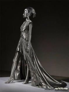 Brooklyn-based Korean sculptor Seung Mo Park (wire sculpture)
