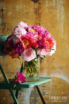 Country Style magazine. Bring your home to life with colourful fresh flowers arranged to catch the eye. Photography Sharyn Cairns, styling Indianna Foord #flowers #floral #botanical