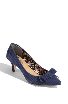 Example of a cute shoe that has a low heel.
