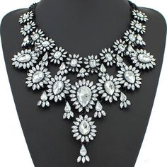 High Quality Rhinestone Statement Necklace in Clear