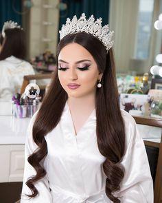 Open Hairstyles, Bride Hairstyles, Headband Hairstyles, Bridal Makeup Looks, Wedding Hair And Makeup, Hair Makeup, Bridal Hair Buns, Princess Makeup, Asian Bridal Dresses
