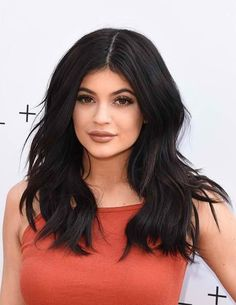 Kylie Jenner Going Overboard With Plastic Surgery At 17 Years Old? - http://asianpin.com/kylie-jenner-going-overboard-with-plastic-surgery-at-17-years-old/