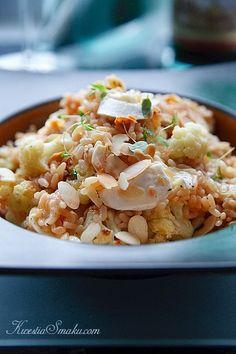 Ryż z kalafiorem, serem i płatkami migdałów. Przepis na risotto.