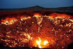 30 raros e deslumbrantes fenômenos naturais: Mas aqui está a verdadeira porta para o inferno, uma cratera no Turcomenistão que está em chamas desde 1971.