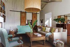 Las vueltas de la vida: Nuevos usos actualizan objetos del ayer  Sobre el sofá, manta celeste tejida a mano en puro algodón ($2.955), dos almohadones de lana de llama ($525 c/u) y un almohadón en lana de alpaca ($665, todo de Elementos Argentinos).         Foto:Living           /Daniel Karp Living Comedor, Living Spaces, Sweet Home, Indoor, Exterior, Couch, Curtains, Interior Design, Inspiration
