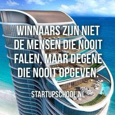 Ben jij een winnaar?  De meeste mensen zullen hun dromen nooit waarmaken omdat ze bang zijn, of te vroeg opgeven. Ze weten dan wel dat de beloning groot zou zijn, en dat ze niets liever zouden doen dan hun dromen achterna te gaan, maar ze durven het niet. Ze zijn bang dat ze falen en spelen het dus liever op 'safe'.  Maar jij niet❕ ✔ Volg ons voor dagelijkse motivatie, inspiratie & informerende topics, om de beste versie van jezelf te worden. ➡ @StartupSchool.nl
