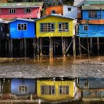 """""""Palafitos"""", typical construction of the island of Chiloé, in Chile. Hidden Places, Places To See, Images Google, House On Stilts, Contemporary Architecture, Building Design, South America, Landscape Design, To Go"""