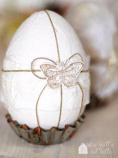 La Magia del Bianco Magazine   Uova  di polistirolo rivestite per decorare la tavola di Pasqua, in esclusiva sulla rivista on line.