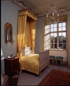 #Louhisaari #manor #bedroom #decor #Finland