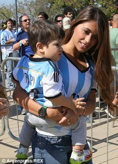 Mummy's boy: Antonella grips Thiago as they enter the Estadio Mineirao to watch his father. They enter the stadium in their matching '10' Argentina World Cup shirts레드9카지노 훌라잘하는법 코리아블랙잭 레드9카지노 훌라잘하는법 코리아블랙잭 레드9카지노 훌라잘하는법 코리아블랙잭 레드9카지노 훌라잘하는법 코리아블랙잭