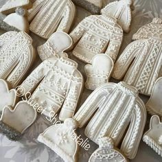 Winter Wedding Ideas: Cozy Sweater Details Natalie Brown Puikkonen: pretty sweaters with the ugly sweater cookie cutter. Fancy Cookies, Iced Cookies, Cute Cookies, Royal Icing Cookies, Cookies Et Biscuits, Cupcake Cookies, Irish Cookies, Drop Cookies, Noel Christmas