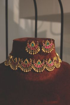 Ruby Red and Emerald Green Delicate Gold Plated Kundan Polki Bridal Indian Choker Necklace Set with Half Moon Studs Earrings and Gold Beads - New Ideas Indian Wedding Jewelry, Bridal Jewelry, Indian Bridal, India Jewelry, Bridal Necklace, Gold Earrings Designs, Gold Jewellery Design, Necklace Designs, Acrylic Paintings