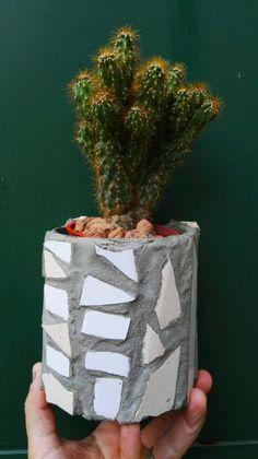 Mosaic Flower pot by María Adela Alaniz. Taller de Ricardo Stefani Mosaic Artwork, Mosaics, Flower Pots, Planter Pots, Workshop, Diy And Crafts, Recycled Tin Cans, Bottles, Mosaic Art