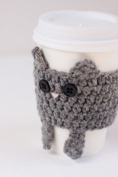 Cat crochet cup cozy (I think I can adapt this cat to look like a papillon)
