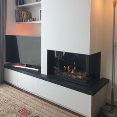 Zoals het kacheltje thuis brandt, brandt het nergens Fireplace Tv Wall, Living Room, Interior Inspo, Home, Tv Wall, Family Room, Living Room With Fireplace, Fireplace Tv, Room