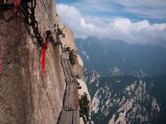 Another scary path, this time Huashan mountain path in China which leads to a temple at the top, eek!