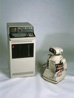 IBM 5110 computer & Omnibot 2000 robot toy - Photo by Volker Steger