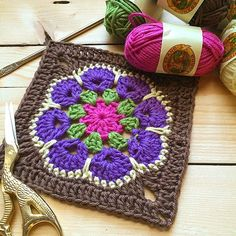 Crochet Granny Squares Design The African flower granny square crochet designs are beautiful! I love working with Granny Square Crochet Pattern, Crochet Blocks, Crochet Stitches Patterns, Crochet Squares, Crochet Motif, Crochet Designs, Crochet Granny, Flower Granny Square, Granny Squares