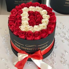 Beautiful Rose Photos, Beautiful Roses, Pretty Flowers, Rose Hat, 1 Rose, Flower Box Gift, Flower Boxes, Balloon Pictures, Birthday Goals