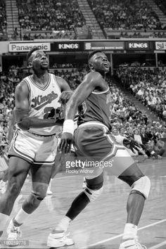 Fotografia de notícias : Patrick Ewing of the New York Knicks boxes out...