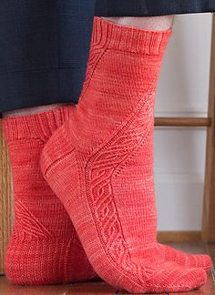 Angular Velocity pattern by Rich Ensor Knitty 2015 Knitting Videos, Knitting Stitches, Free Knitting, Knitting Projects, Knitting Socks, Knitting Patterns, Crochet Patterns, Knit Socks, Knitting Needles