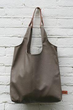 Grey hole pattern shopper now in the www.vanveer.nl webshop!