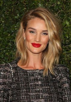 Rosie Huntington-Whiteley textured lob haircut, long bob, lob, side-parted Medium Hair Styles, Short Hair Styles, Medium Wavy Hair, Loose Curls Medium Length Hair, Mid Length Blonde Hair, Medium Waves, Medium Blonde, Thick Hair, Corte Long Bob