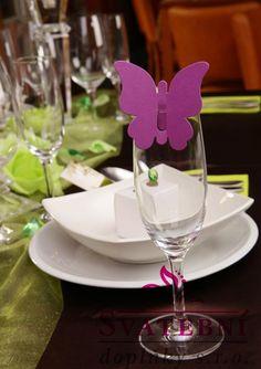 Dekorace Wine Glass, Tableware, Food And Drinks, Wedding, Dinnerware, Tablewares, Dishes, Place Settings, Wine Bottles