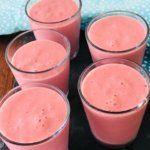 smoothie med hindbær og mango - sød og cremet smoothie- perfekt til hele familien. Mango, Summer Nails, Juice, Appetizers, Pudding, Health, Desserts, Blog, Summer Recipes