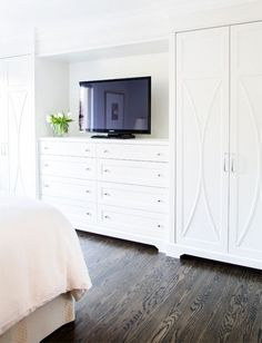 Stunning bedroom features a wall of built-in dresser and dual wardrobe cabinets. - Stunning bedroom features a wall of built-in dresser and dual wardrobe cabinets. The Effective Pict - Bedroom Built Ins, Tv In Bedroom, Master Bedroom Closet, Bedroom Dressers, Trendy Bedroom, Bedroom Decor, Master Bedrooms, Closet Wall, Built In Bedroom Cabinets
