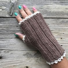 It's going to cooler and darker seasons, and then it's nice to wear a pair of crocheted wrist warmers. The yarn i have crochet with is Moshi from svarta fåret, to one pair wrist warmers…