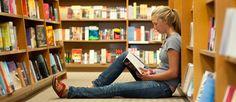 http://mundodelivros.com/livraria-online/ - Todos os leitores que visitam o Mundo de Livros sabem que comprar livros nem sempre sai barato. Às vezes até saímos das livrarias muito deprimidos. Tantos livros novos com histórias apelativas mas a preços tão elevados! Em média, um livro em Portugal está listado acima dos 15 euros. Os bestsellers conseguem mesmo ultrapassar os 20 euros nos meses que se seguem ao seu lançamento.