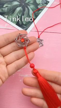 Simple objects can also make beautiful accessories! Use stapler staples to make the unique decorative accessories. Save it, try to … Diy Crafts Hacks, Diy Crafts For Gifts, Diy Home Crafts, Diy Arts And Crafts, Creative Crafts, Fun Crafts, Diy Projects, Diys, Amazing Crafts