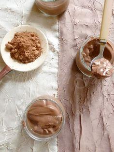 Mousse végétale au chocolat et à la menthe.