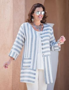 Sewing clothes plus size jackets Trendy ideas Fashion Over 50, Look Fashion, Womens Fashion, Fashion Design, Fashion Styles, Sewing Patterns Free, Clothing Patterns, Elisa Cavaletti, Striped Jacket