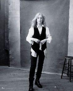 """Donne Vincenti su Instagram: """"Happy birthday a Patti Smith che oggi compie 70 anni Photo : Annie Lebovitz per il calendario Pirelli 2016 #donnevincenti #PattiSmith #happybirthday #today #portrait #artist #annieleibovitz"""""""