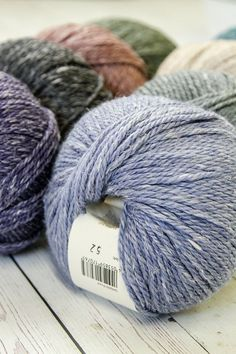 A beefed up version of the original Hemp Tweed, Rowan Yarns Hemp Tweed Chunky has the same textural sophistication in a bulky weight. Knitting Yarn, Hand Knitting, Hemp Yarn, Rowan Yarn, Yarn Braids, Yarn Cake, Yarn Stash, Knit Picks, Knitting Designs