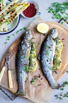 BBQ // Hele forel van de grill - Little Spoon Grilling Recipes, Fish Recipes, Seafood Recipes, Greek Recipes, Baked Sea Bass, Side Dishes For Bbq, Fish Dishes, Seafood Dishes, Planks