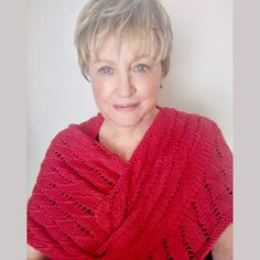 A beautiful knitted shawl pattern with the overlapping waves knitting stitch. Knitting Stitches, Hand Knitting, Red Heart Yarn, Crochet Videos, Knitted Shawls, Crochet Projects, Knit Crochet, Cover Up, Fashionista Trends