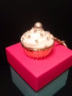 Crystal Cupcake Trinket Box Keychain Enamel Metal Gold White Icing Adorable! New