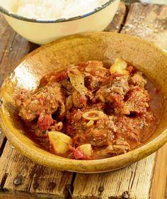 Oor die kole met Jan Braai: Coq Au Vin (Hoender in wyn) Braai Recipes, Cooking Recipes, One Pot Dishes, Side Dishes, Campfire Food, Campfire Recipes, Curry Stew, South African Recipes, Food Photography