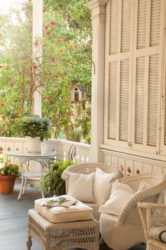 Inviting Cottage Porch !  (Woodhaven Corrage)