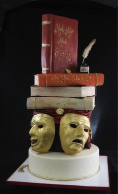 This Shakespeare cake for fans of the classics. | 22 Magical Cakes All Book Lovers Will Appreciate